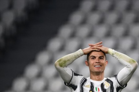 <i>Follow</i> Instagram, Cristiano Ronaldo Beri Kode Ingin Pulang ke MU