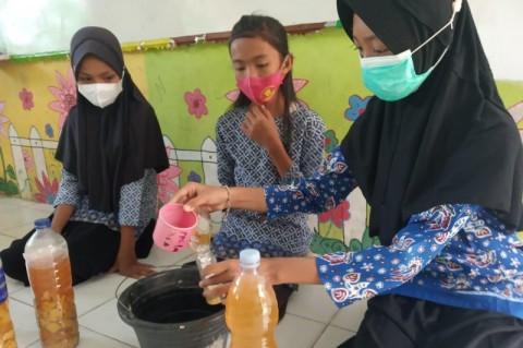 Guru di Jambi Ajarkan Siswa Manfaatkan Sampah Jadi <i>Eco Enzyme</i>