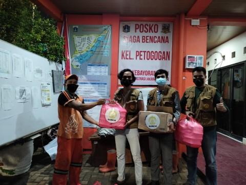 ILUNI UI Salurkan Bantuan untuk Korban Banjir Jabodetabek