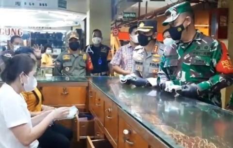 Sekitar 990 Pedagang Pasar Kramat Jati Telah Terdata untuk Vaksinasi