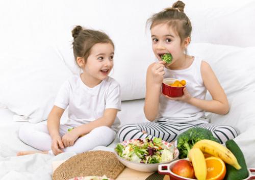 Tak pernah ada kata terlambat dalam menumbuhkan kebiasaan ngemil yang baik pada anak. (Foto: Ilustrasi. Dok. Freepik.com)