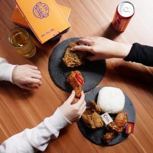 Kenyang Sempurna dengan Ayam Crispy Berbalut Aneka Bumbu dan Saus