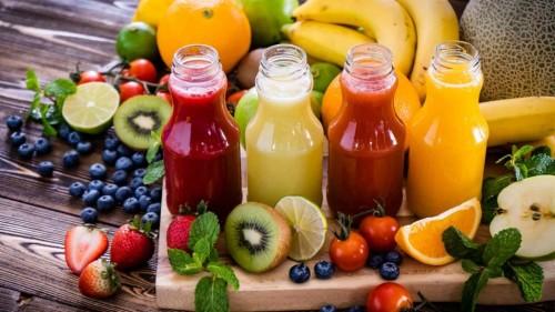 Menurut dr. Sylvia, kita sebaiknya perlu mengonsumsi makanan yang terdiri dari berbagai macam warna. Seperti buah yang salah satunya dibuat jus. (Foto: Pexels)