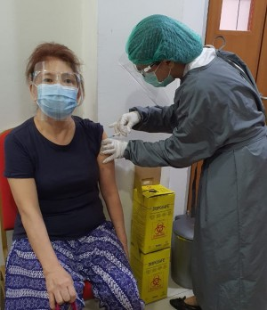 Satgas Covid-19 Evaluasi Lokasi dan Waktu Vaksinasi Lansia