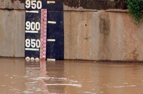 Pintu Air Pasar Ikan Berstatus Siaga
