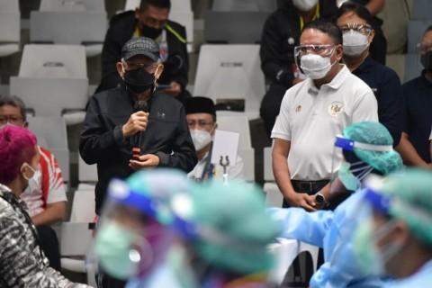 Wapres dan Menpora Meninjau Vaksinasi Atlet di Istora Senayan