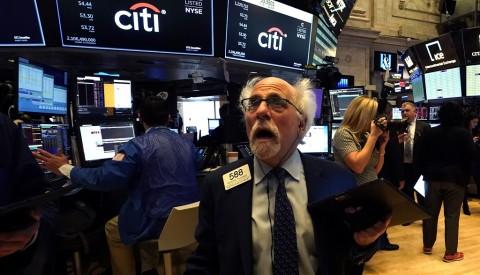 Aksi Jual Ramaikan Wall Street, Dow Jones Masih Terpuruk