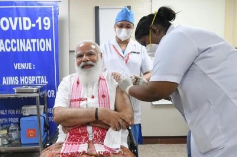 PM India Disuntik Vaksin Covid-19 Buatan Dalam Negeri
