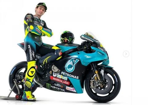 Valentino Rossi Bangga Mengenakan Seragam Petronas Yamaha