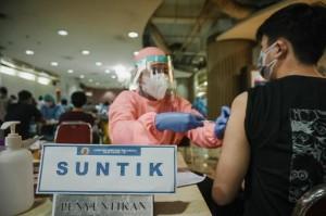 Menparekraf Harapkan Lebih Banyak Lagi Dunia Usaha Berkolaborasi dalam Program Vaksinasi
