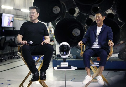 Miliuner Jepang Cari 8 Orang Pendamping Terbang ke Bulan Naik SpaceX