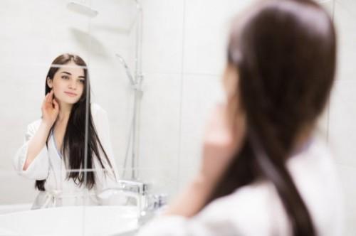 Saat mandi rambut banyak yang rontok? Ini kata ahli. (Foto: Ilustrasi/Freepik.com)