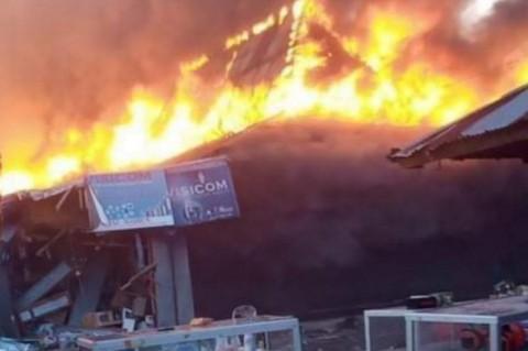 Ratusan Lapak Bangunan Pasar Lembor Manggarai Barat Terbakar
