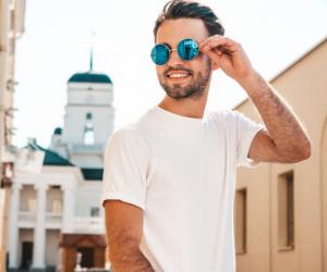 4 Model T-shirt yang Wajib Dimiliki Kaum Pria