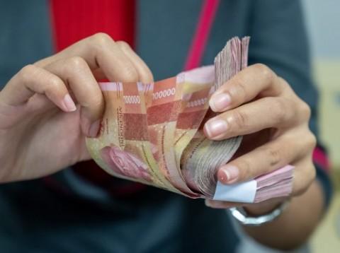 Pelemahan Rupiah Sedikit Mereda, Masih Bertengger di Rp14.300/USD