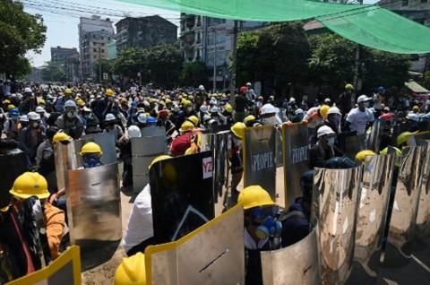 Tekan Junta Militer, Pertokoan dan Pabrik Myanmar Berhenti Beroperasi