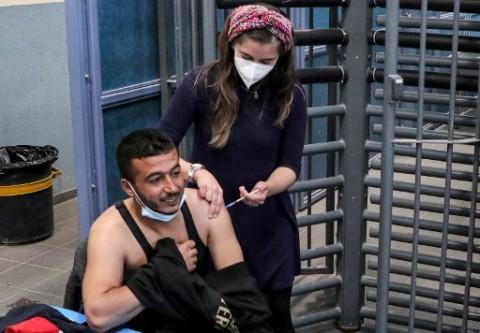 40% Populasi Divaksinasi, Israel Mulai Kembali ke Kondisi Normal