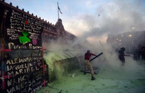 Foto: Peringatan Hari Perempuan Internasional di Meksiko Ricuh