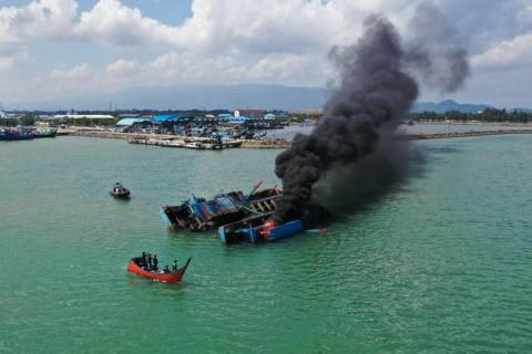 KKP Tenggelamkan 8 Kapal Pencuri Ikan Berbendera Malaysia