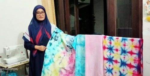 Kisah Agusta bangkit dari pandemi dengan karya tie dye. (Foto: Istimewa)