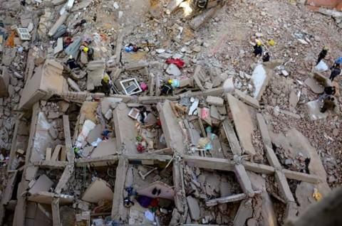 Bayi Ditemukan Selamat di Balik Reruntuhan Apartemen Mesir