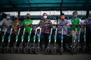 Solusi Transportasi Eco-Friendly, Grab Serahkan GrabWheels dan Sepeda Listrik ke Dishub DKI Jakarta