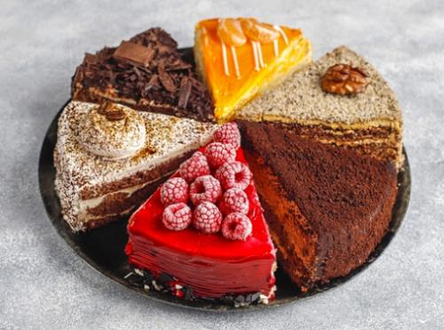 Semua jenis kue yang terbuat dari tepung adalah makanan yang tergolong karbohidrat olahan, sehingga dapat memperparah kondisi kulit yang berjerawat. (Foto: Ilustrasi. Dok. Freepik.com)