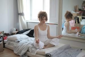 6 Gerakan Peregangan saat Bangun Tidur