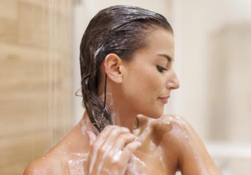 Kamu bisa menjadikan teh hijau dan lidah buaya sebagai perawatan rambut yang selalu dibutuhkan. (Foto: Ilustrasi. Dok. Freepik.com)