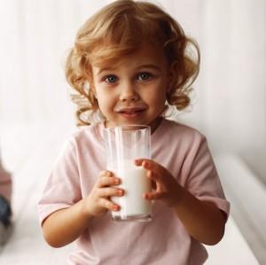4 Langkah Menangani Anak yang Alergi Susu Sapi