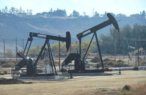 Minyak Dunia Bergelora Usai OPEC-Sekutu Sepakat Pangkas Produksi
