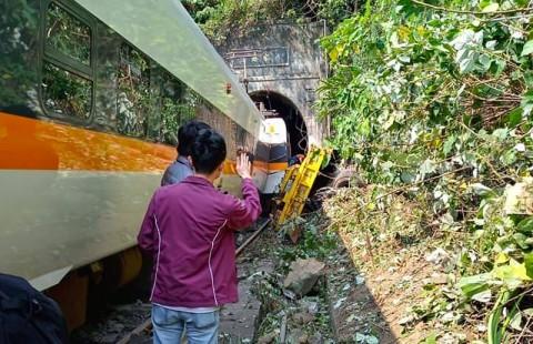 41 Korban Tewas Ditemukan dalam Kecelakaan Kereta Taiwan