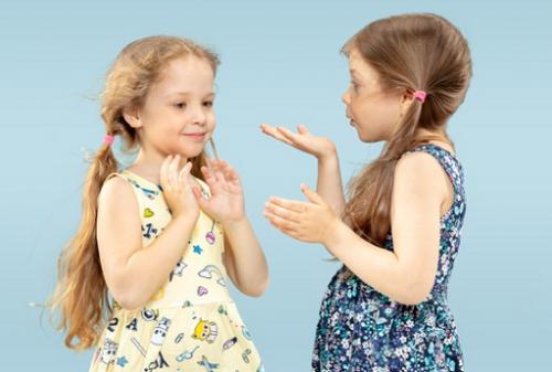 Dengan belajar toleransi anak akan tumbuh menjadi seseorang yang bisa memahami bahwa perbedaan bukanlah hal yang asing. (Foto: Ilustrasi. Dok. Freepik.com)