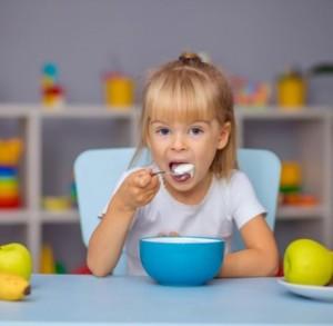 3 Manfaat Luar Biasa dari Yogurt untuk Kesehatan Anak
