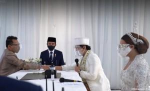 Netizen Nyinyir Lihat Setneg Pajang Foto Jokowi Hadir di Pernikahan Atta-Aurel