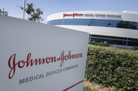 Biden Serahkan Kendali Penuh Atas Pabrik Vaksin ke Johnson & Johnson