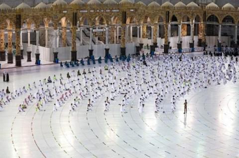 Arab Saudi Izinkan Umrah Hanya untuk Orang yang Sudah Divaksinasi