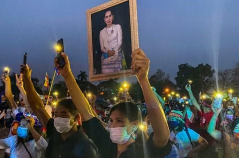 570 Pedemo Tewas, Warga Myanmar Kini Memberontak Secara Daring