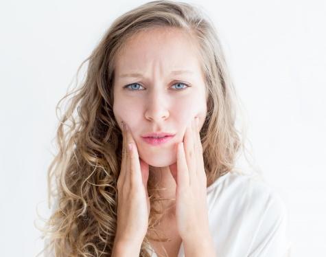 Banyak orang berbicara tentang stres dan kecemasan yang menyebabkan kulit mereka jerawatan. (Foto: Ilustrasi. Dok. Freepik.com)