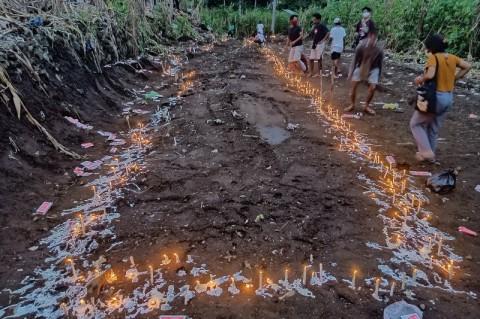 Puluhan Korban Tanah Longsor di Lama Nele Dimakamkan Massal