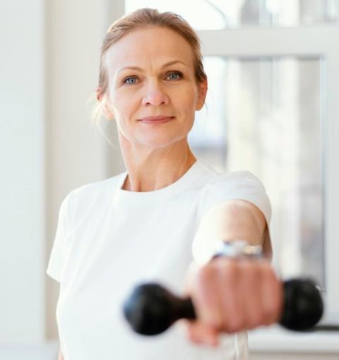 Ini olahraga yang aman untuk lansia. (Foto: Ilustrasi/Freepik.com)