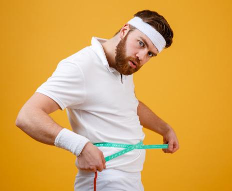 Angkat beban sebenarnya membantu menambah massa otot, yang pada akhirnya dapat membakar lebih banyak kalori. (Foto: Ilustrasi. Dok. Freepik.com)