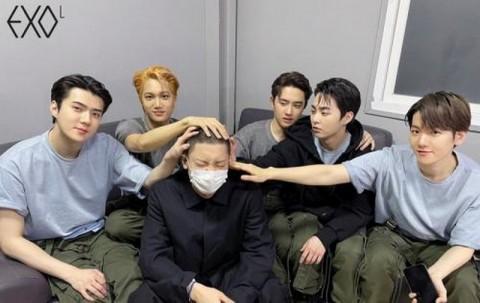 EXO Unggah Foto Terakhir Chanyeol Sebelum Wajib Militer