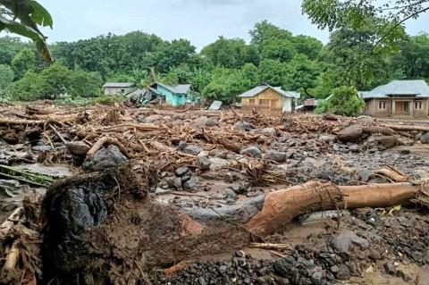 PKS Beri Bantuan Korban Bencana di NTT dan NTB