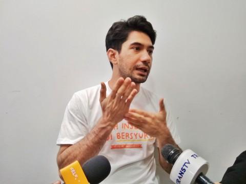 Blak-blakan Reza Rahadian soal Keputusan Pindah Keyakinan