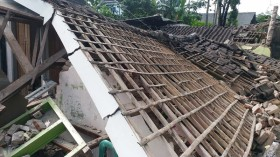 Rumah Warga Malang Roboh Digoyang Gempa