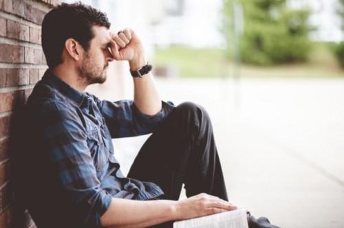 Ini tanda fisik dan mental pria yang mengalami depresi. (Foto: Ilustrasi/Freepik.com)