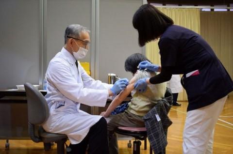 Jepang Memulai Vaksinasi Covid-19 untuk Lansia