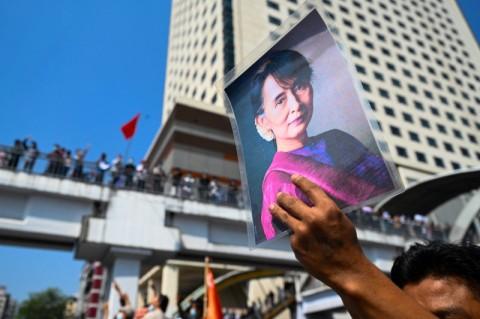 Pedemo Rayakan Tahun Baru Myanmar dengan Protes Diam