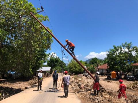 Paling Dahsyat Terdampak Badai, PLN Pulihkan 92% Kelistrikan di Pulau Adonara